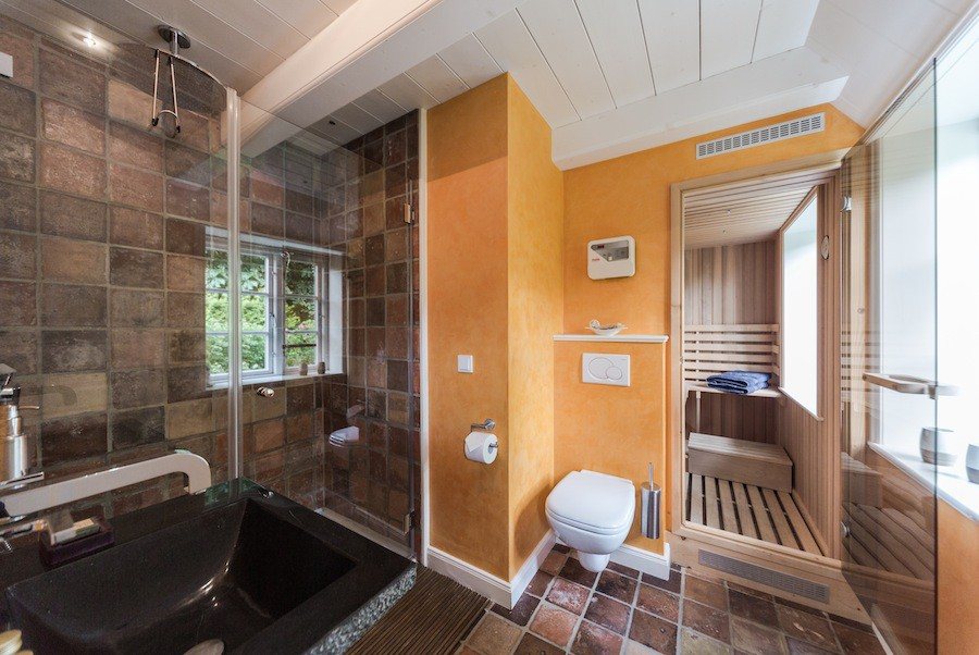 Tageslicht-Bad und Sauna für Genießer Ferienhaus Auster Hüs